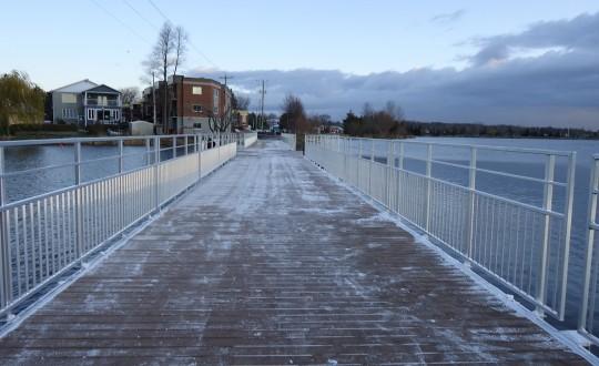 Ponts piétonniers flottants en aluminium