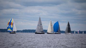 L'équipe de Structurmarine navigue sur le Lac Champlain pour la 40e édition de l'Omnium Champlain